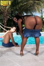Pleasuring Mia