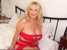 Dressed to screw, Nina Bell tells us about herself